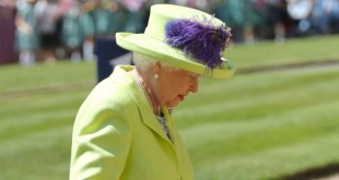 the-queen-arrived-at-prince-harry-and-meghan-markles-wedding-in-lime-green-and-she-certainly-stands-out.jpg